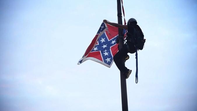 bree-newsome-climbs-south-carolipitol-confederate-flag-remove-1